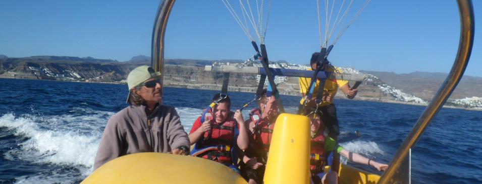 Vi sejler og flyver i paraglider
